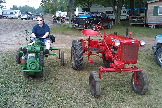 Tractor Parade Seat : Seat time at buckley old engine show farmall cub